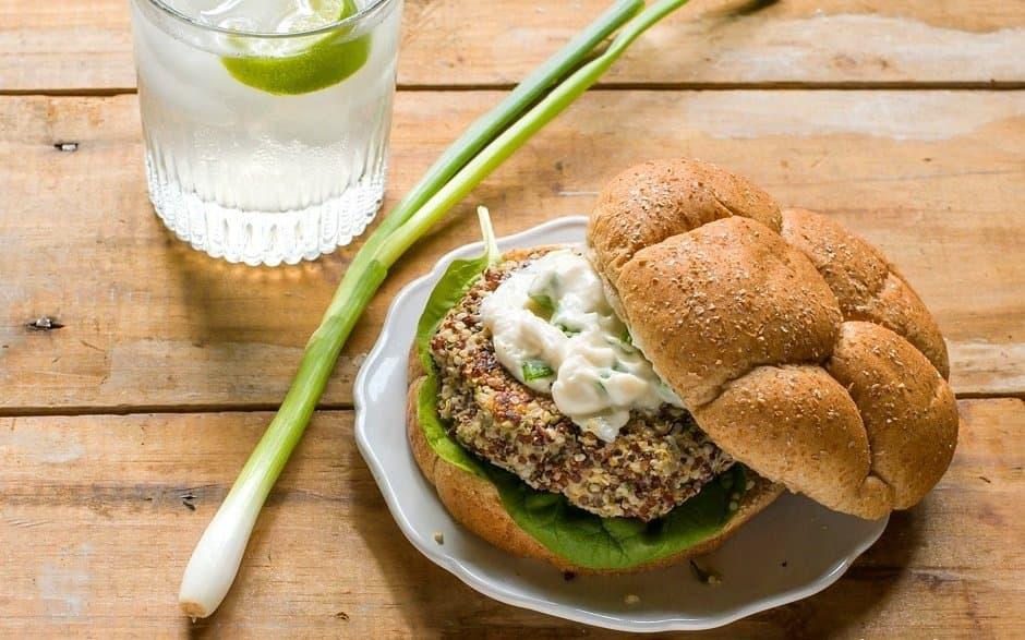 Vörös Quinoa, kendermag hamburger