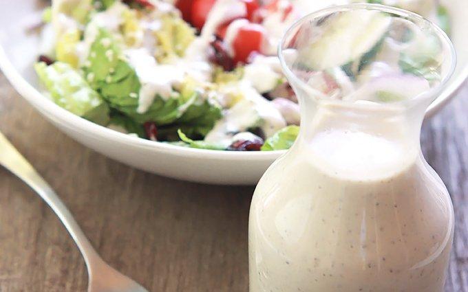 Kendermag öntet salátákhoz